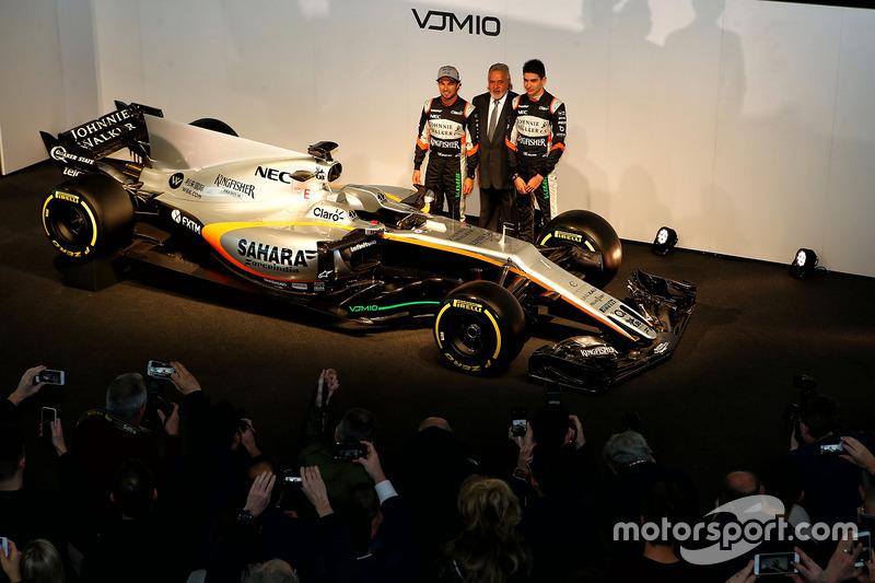 Sergio Perez, Vijay Mallya und Esteban Ocon mit dem Force India VJM10