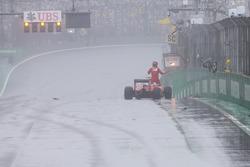 Kimi Raikkonen, Ferrari SF16-H tras su accidente