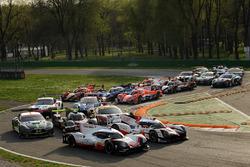 Gruppenfoto: Autos für die WEC-Saison 2017