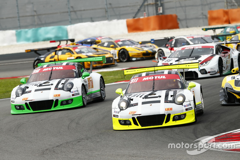 Arrancada  #911 Manthey Racing Porsche 911 GT3R: Earl Bamber, Nick Tandy, Patrick Pilet and #912 Manthey Racing Porsche 911 GT3R: Frédéric Makowiecki, Richard Lietz, Michael Christensen