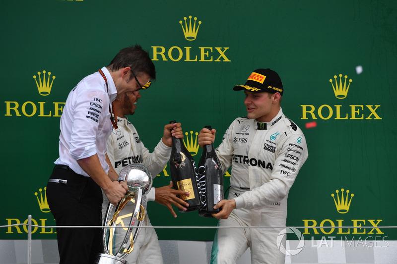 Peter Bonnington, Mercedes AMG F1 Race Engineer, Lewis Hamilton, Mercedes AMG F1 and Valtteri Bottas, Mercedes AMG F1 celebrate on the podium, the champagne