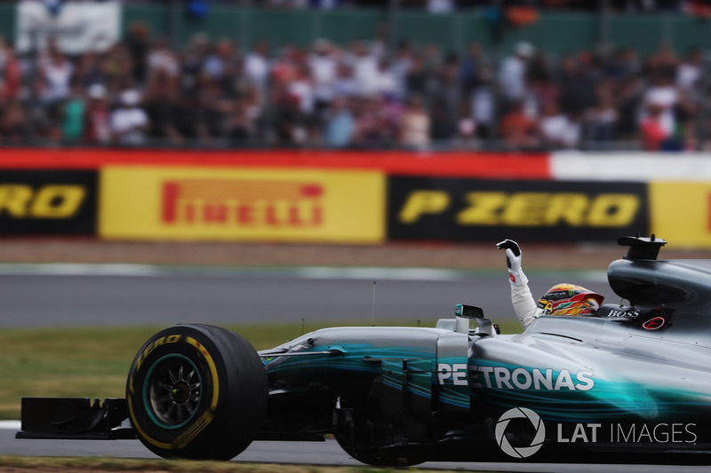 Lewis Hamilton, Mercedes AMG F1 W08, waves to fans