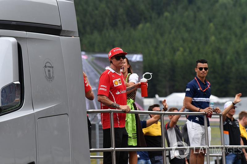 Kimi Raikkonen, Ferrari, Pascal Wehrlein, Sauber