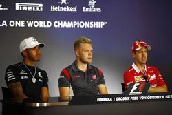 Lewis Hamilton, Mercedes AMG F1, Kevin Magnussen, Haas F1 Team, Sebastian Vettel, Ferrari