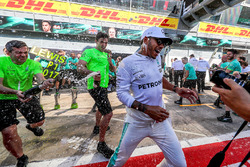 Race winner Lewis Hamilton, Mercedes AMG F1 celebrates, theteam and the champagne