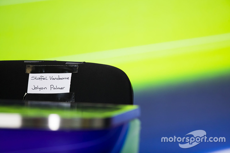 Name labels for Stoffel Vandoorne, McLaren, and Jolyon Palmer, Renault Sport F1 Team RS17