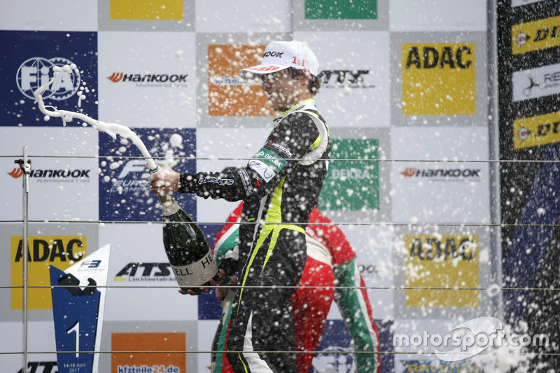 Podium: Race winner Lando Norris, Carlin, Dallara F317 – Volkswagen