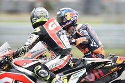 Cal Crutchlow, Team LCR Honda, félicité par Bradley Smith, Red Bull KTM Factory Racing, pour sa troisième place