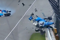 Scott Dixon, Chip Ganassi Racing Honda, Jay Howard, Schmidt Peterson Motorsports Honda coinvolti in un terribile incidente