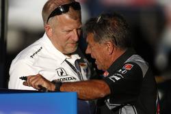 "Andretti Autosport crew chiefs Rob Edwards and Paul ""Ziggy"" Harcus (L-R)"