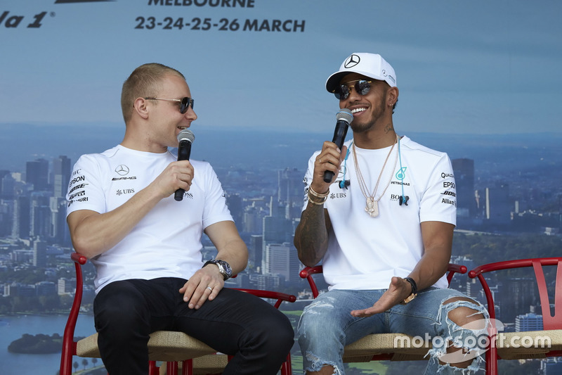 Valtteri Bottas, Mercedes AMG F1; und Lewis Hamilton, Mercedes AM F1