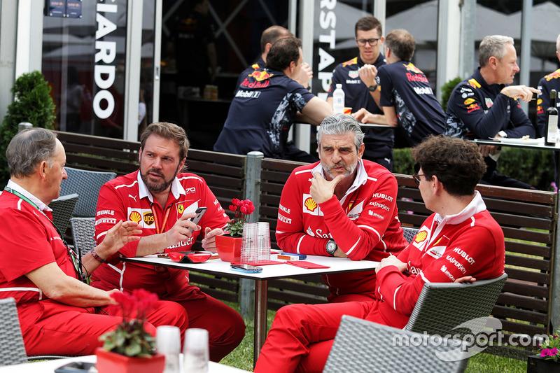 Maurizio Arrivabene, Ferrari-Teamchef; Mattia Binotto, Ferrari