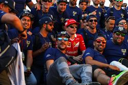 Kimi Raikkonen, Ferrari, FIA Volunteers