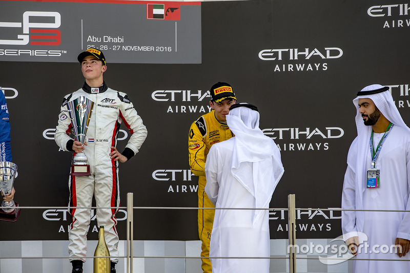 Ganador de la carrrea Nyck De Vries, ART Grand Prix, y el tercer lugar Jack Aitken, Arden International
