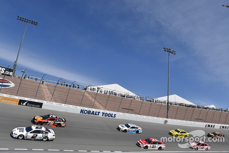 Brad Keselowski, Team Penske Ford, Martin Truex Jr., Furniture Row Racing Toyota