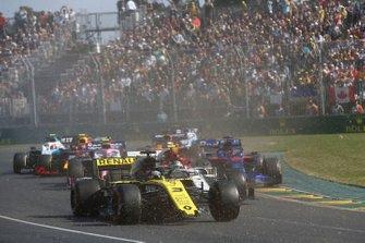 Daniel Ricciardo, Renault F1 Team R.S.19, rompe su alerón al inicio