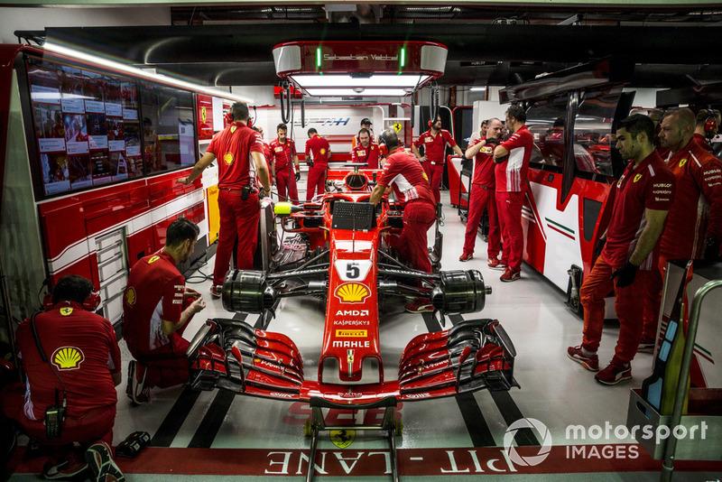 Sebastian Vettel, Ferrari SF71H au garage