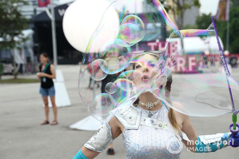 Entertainment / bubble blower