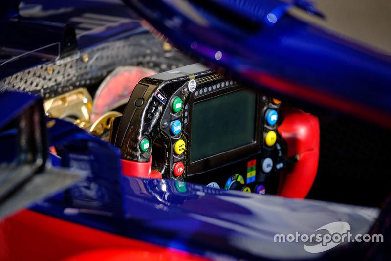 Руль Toro Rosso STR13