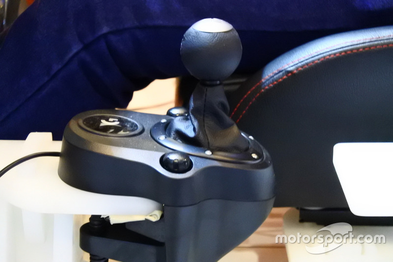 Shifter, rig simulator balap GT-ONE, HM Engineering