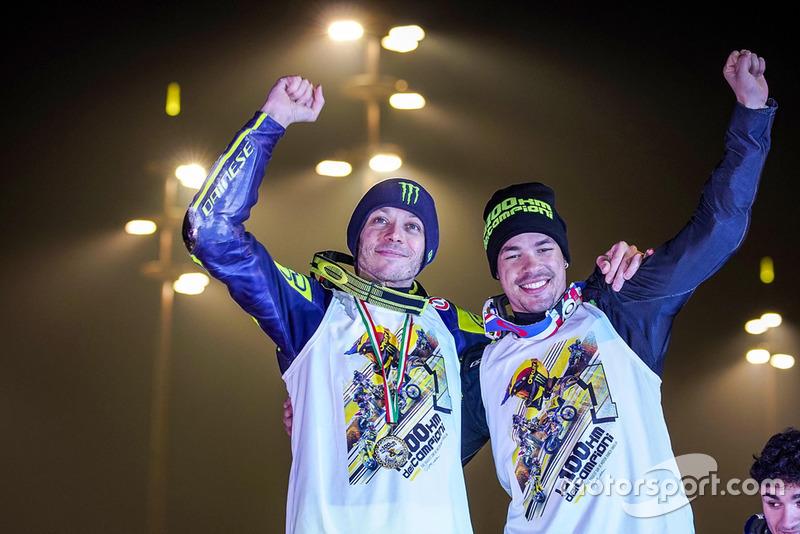 Valentino Rossi et Franco Morbidelli célèbrent leur victoire