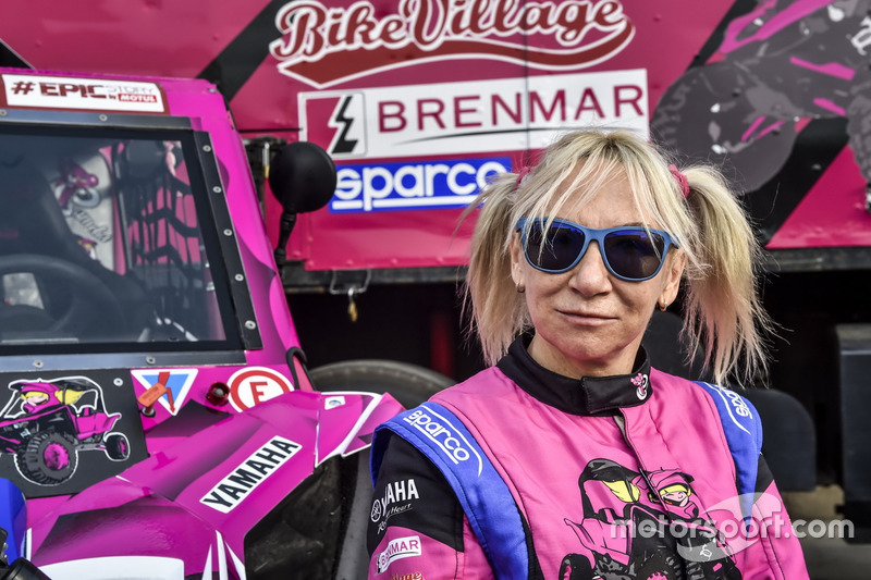 #351 C.A.T Racing Yamaha: Камелія Ліпароті