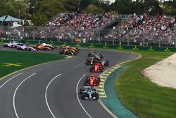 Lewis Hamilton, Mercedes-AMG F1 W09 EQ Power+ lidera al inicio