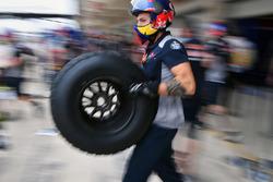 Red Bull Racing mechanic and Pirelli tyre