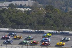 Даника Патрик, Stewart-Haas Racing Ford, Денни Хэмлин, Joe Gibbs Racing Toyota и Джейми Макмарри, Chip Ganassi Racing Chevrolet