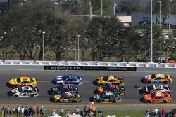 Chase Elliott, Hendrick Motorsports Chevrolet Camaro y Joey Logano, Team Penske Ford Fusion