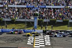 Kyle Busch, Joe Gibbs Racing, Toyota Camry M&M's Caramel lider