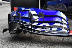 Scuderia Toro Rosso STR13 frot wing detail