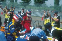 Michael Schumacher, Benetton B195, mit Jean Alesi, Ferrari