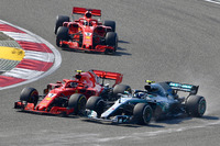 Kimi Raikkonen, Ferrari SF71H ve Valtteri Bottas, Mercedes-AMG F1 W09 EQ Power+