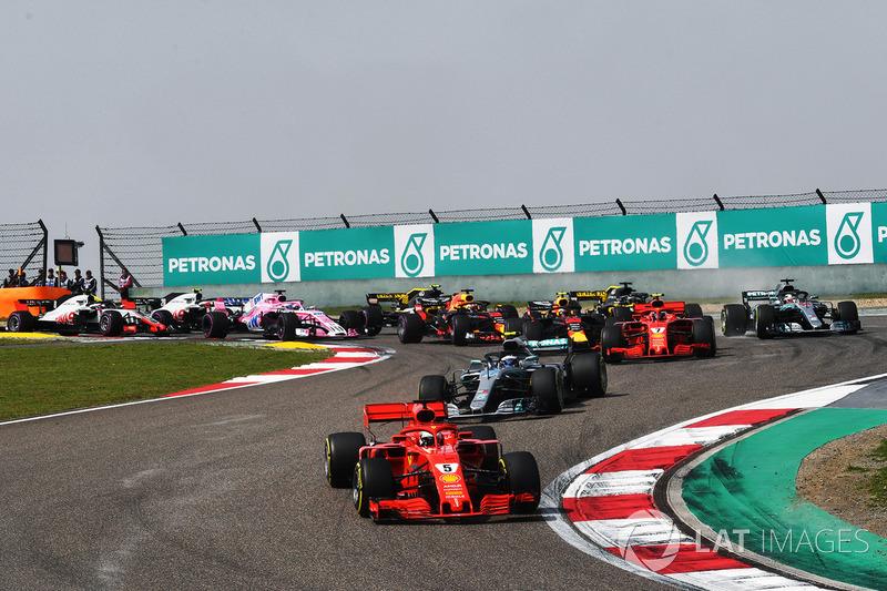 Start: Sebastian Vettel, Ferrari SF71H memimpin