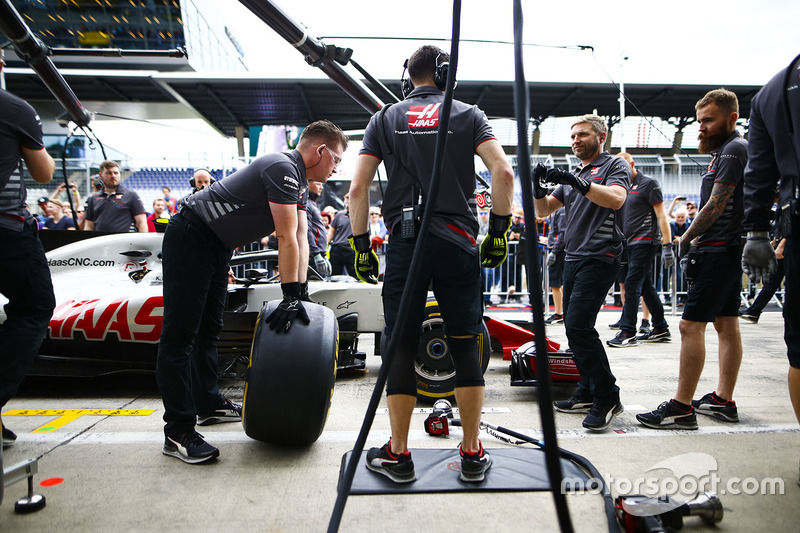 The Haas team prepares to conduct a practice pit stop