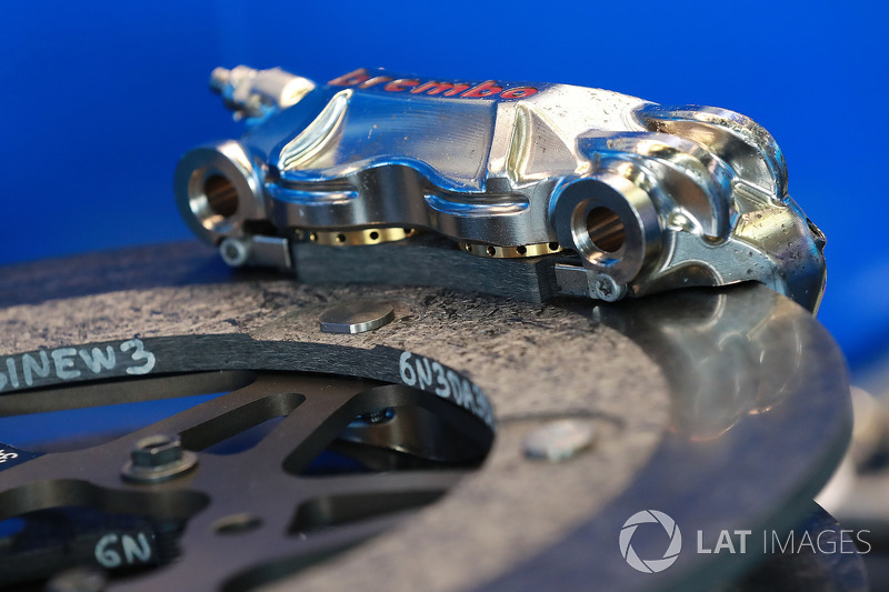 Brembo brake calipers and discs
