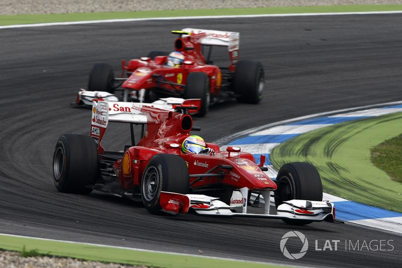 GP da Alemanha 2010 – Sua segunda vitória naquele ano foi rodeada de polêmicas após a ordem de equipe a Felipe Massa, impedindo o brasileiro de vencer exatamente um ano após seu sério acidente na Hungria.