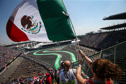 Lewis Hamilton, Mercedes-Benz F1 W08 passes fan with Mexican flag in the grandstand