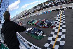 Start: Ben Rhodes, ThorSport Racing Toyota leads