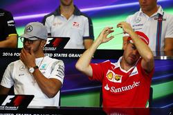 Льюис Хэмилтон, Mercedes AMG F1 и Себастьян Феттель, Ferrari