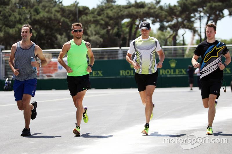 Jenson Button, McLaren y Mike Collier con Stoffel Vandoorne, McLaren