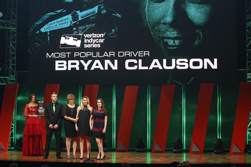لورين ستيوارت خطيبة براين كلاوسن وعائلته