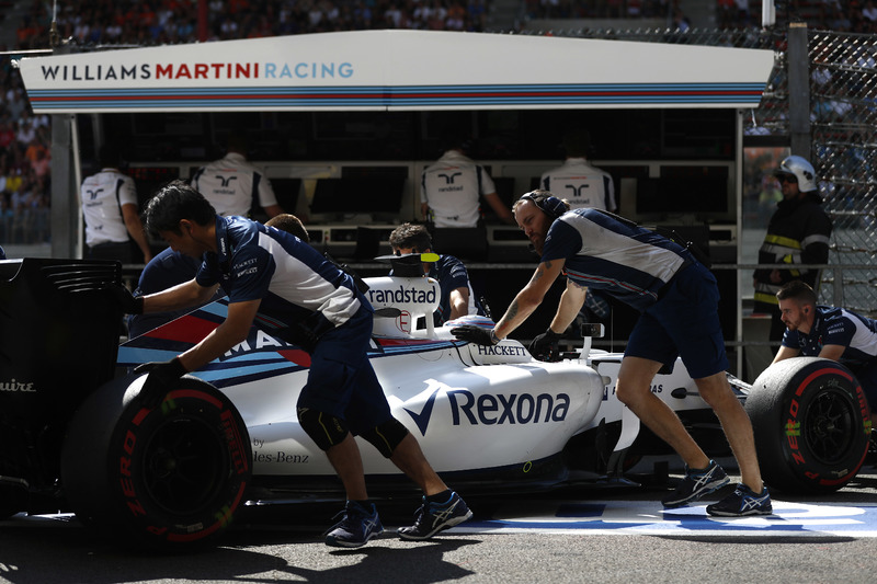 Engineers return Valtteri Bottas, Williams FW38 Mercedes, to the garage