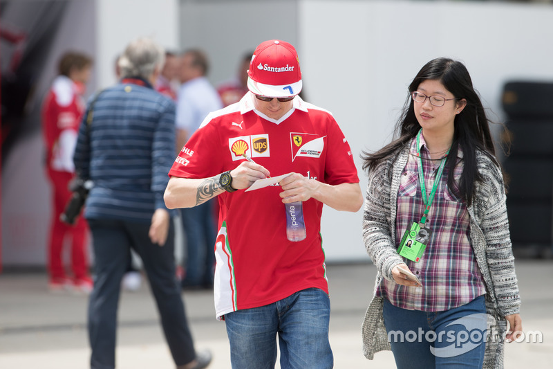 Kimi Raikkonen(Ferrari F1 team)and his fans