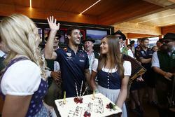Daniel Ricciardo, Red Bull Racing festeggia il compleanno