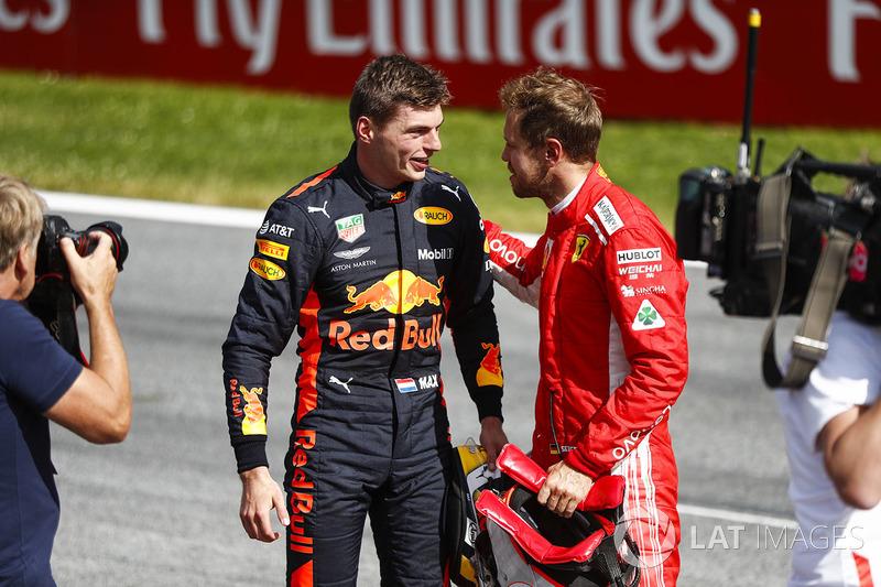 Sebastian Vettel, Ferrari, troisième, félicite Max Verstappen, Red Bull Racing, vainqueur
