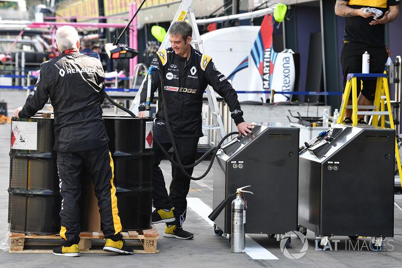 Renault Sport F1 Team mechanics