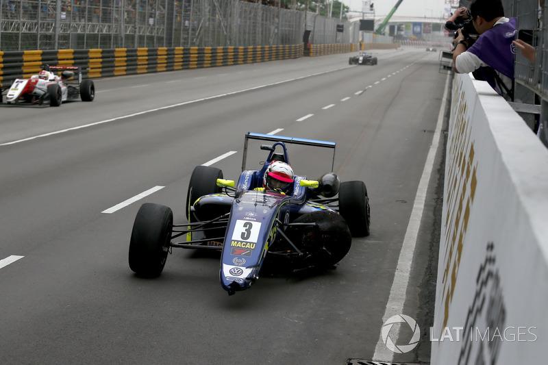Ferdinand Habsburg, Carlin, Dallara Volkswagen after the crash in the last corner