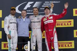 Lewis Hamilton, Mercedes AMG F1, Nico Rosberg, Mercedes AMG F1 and Kimi Raikkonen, Ferrari vieren feest op het podium